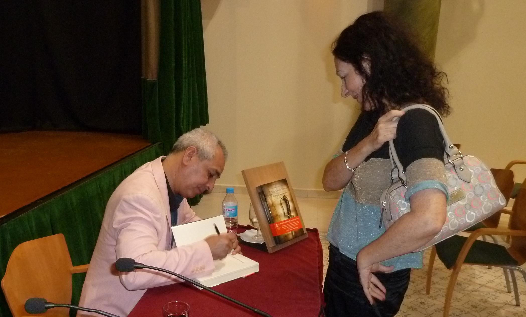Dedicatoria del libro a la escritora alicantina Chus Sánchez